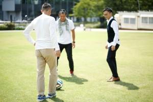 3人でサッカー